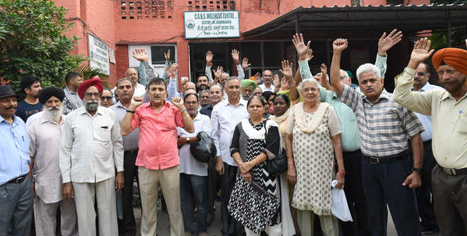 Retirees protest lack of facilities at wellness centre