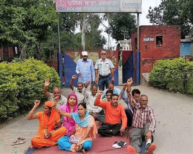 Chit fund fraud victims up in arms against police