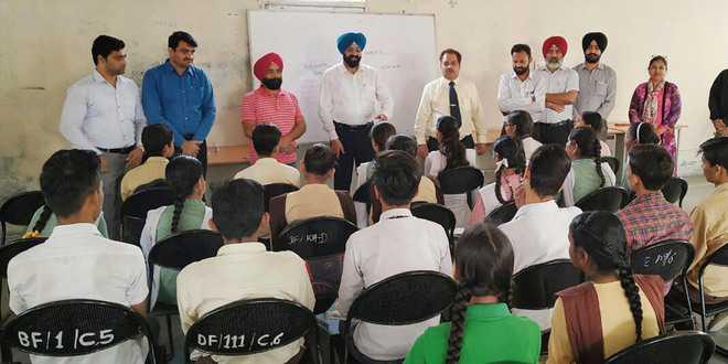 DEO visits NTSE coaching centre, talks exam strategy