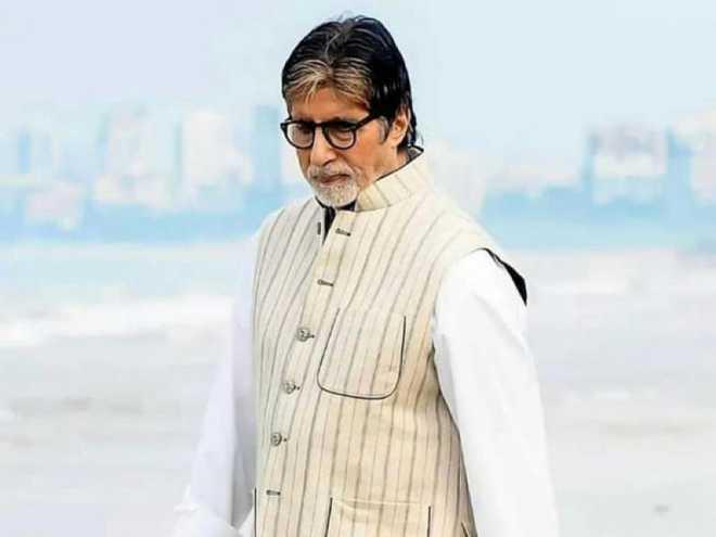 Amitabh Bachchan gets discharged, returns with Abhishek, Jaya