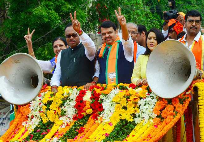 Declare Cong will restore 370, Shah dares Rahul