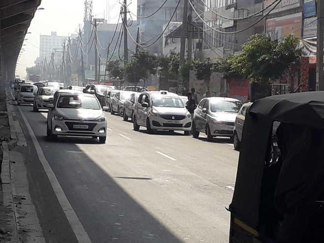 Illegal parking, wrong side driving a norm in Zirakpur