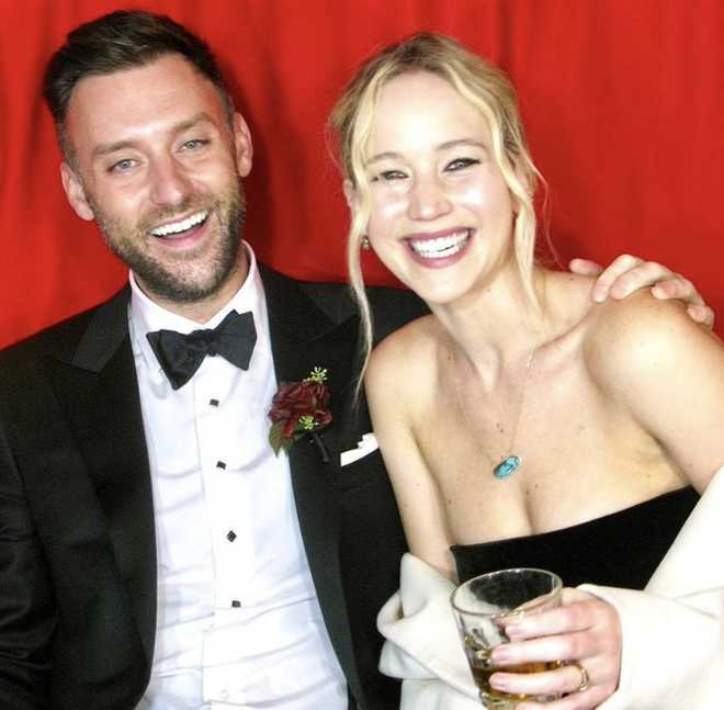 Jennifer Lawrence and Cooke Maroney get married; Adele, Emma stone attend