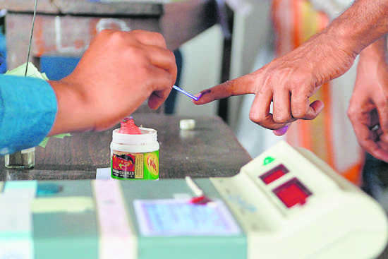 Jalalabad bypoll: SAD workers nab man allegedly trying to buy votes
