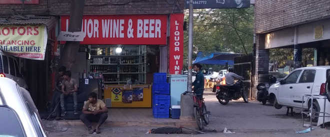 Liquor vend at motor market irks shopkeepers, visitors