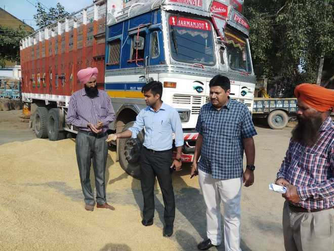 SDM inspects grain market in Kharar