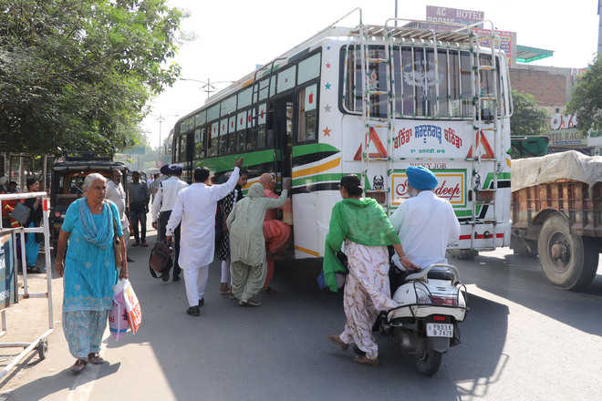 Unscheduled bus halts outside bus stand lead to traffic snarls