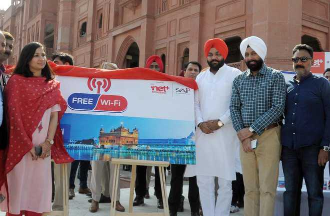 Admn launches free Wi-Fi facility