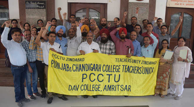 College teachers protest against DAV management