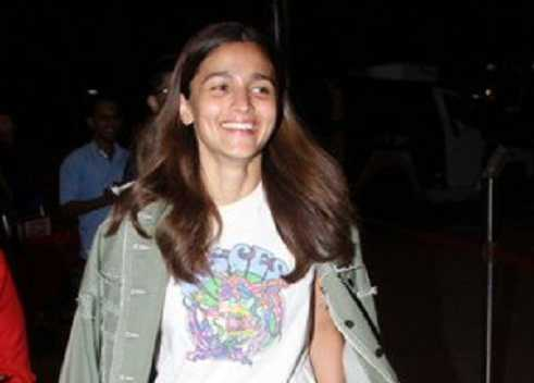 Alia Bhatt laughs hard on hearing about her ''wedding card'', confirms it's a fake