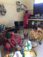 Mid-day meal workers rue meagre wages