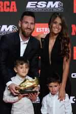 Messi receives 3rd European Golden Shoe in a row