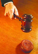 Two walk free in theft case