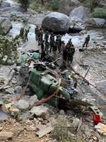 Army Commander injured in J&K copter crash-landing
