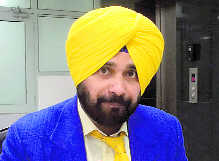 Sidhu cleared for Pak visit