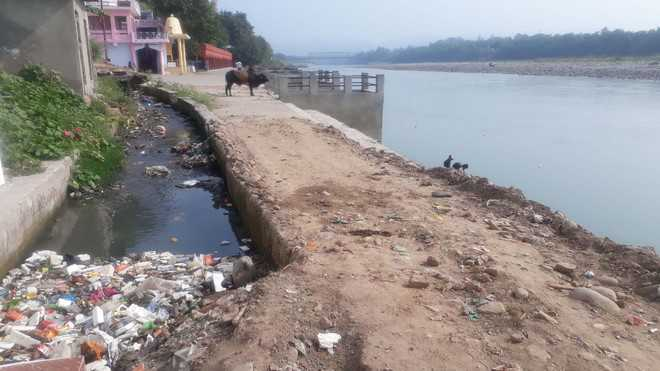 Chenab turns into dumping yard