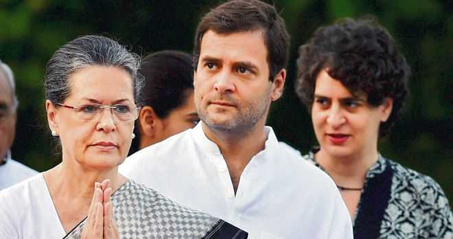 Government withdraws SPG cover to Gandhis; Cong calls it ''vendetta''