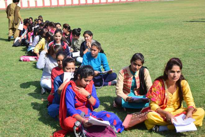 To guard the borders, hundreds of  J&K women turn up at recruitment drive