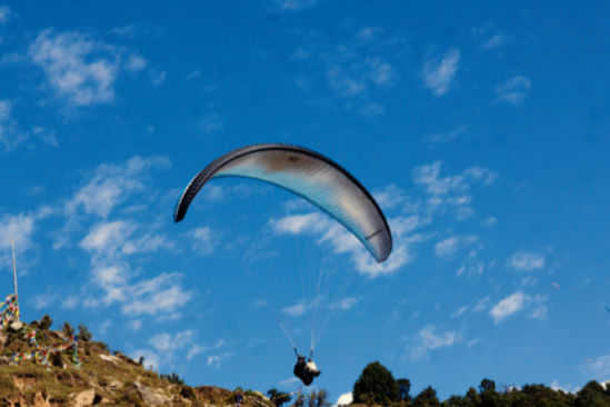 Tussle to control paragliding