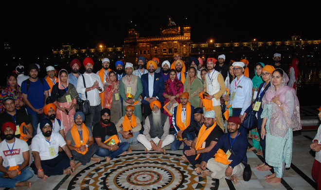 Sikh delegation visits Golden Temple