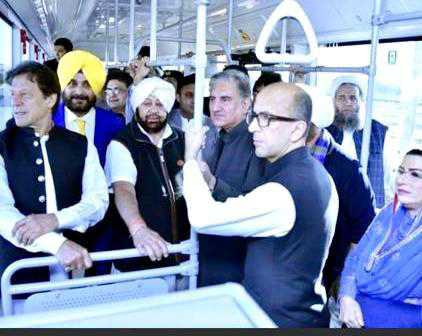 Capt, Imran bond over cricket on bus to Kartarpur