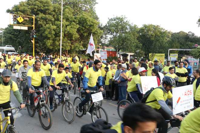 Over 300 pedal to spread awareness on HIV/AIDS