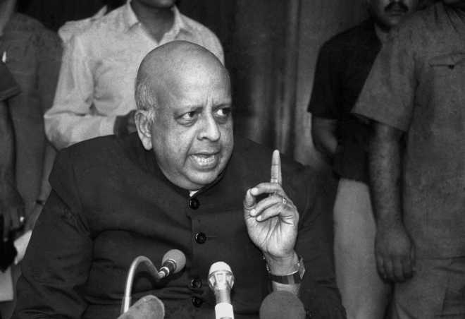 Former CEC Seshan's mortal remains consigned to flames