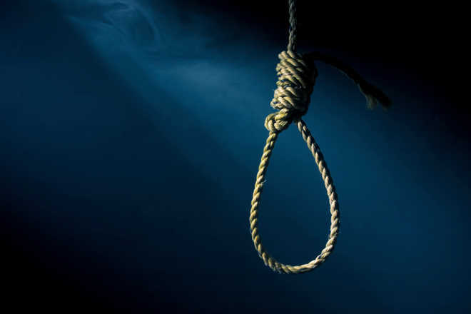 Youth hangs self to death