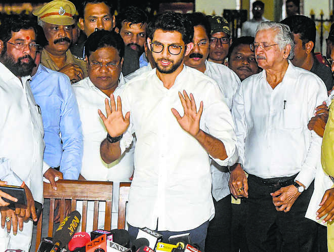 Guv invites NCP as Cong dithers on backing Sena