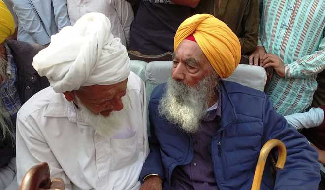 Nonagenarian man visits ancestral village in Pak after 72 years