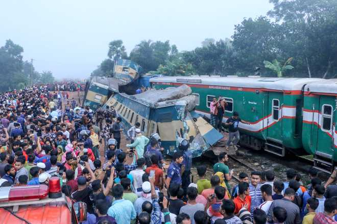15 die in train accident in Bangladesh