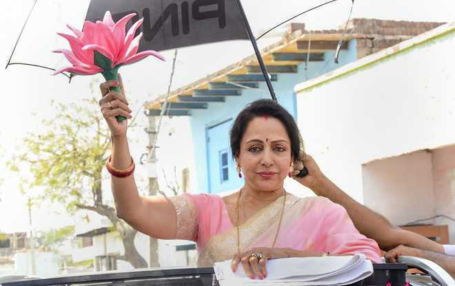 Minister equates constituency roads with Hema Malini's cheeks
