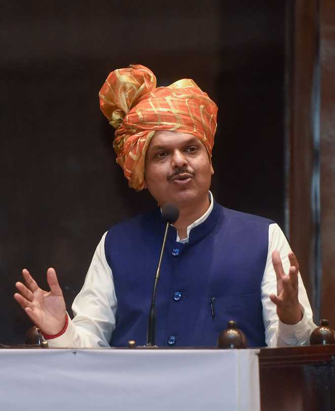 Devendra Fadnavis goes from 'acting CM' to 'Maharashtra's Sevak' on Twitter