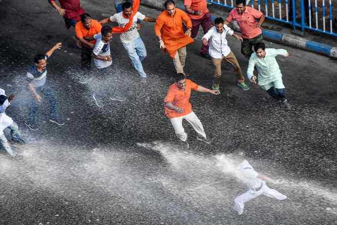 BJP workers clash with cops in Kolkata