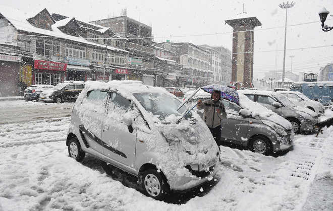 Winter weather alters shopping timetable