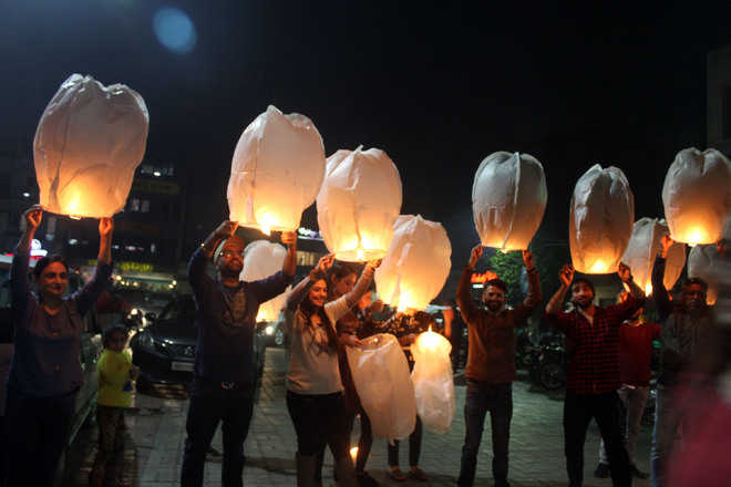 City choreographer duo lights 135 sky lanterns