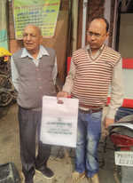 NGO distributes cloth carry bags to celebrate Gurpurb