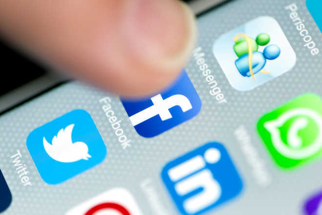 Facebook, Twitter removes hundreds of malicious accounts