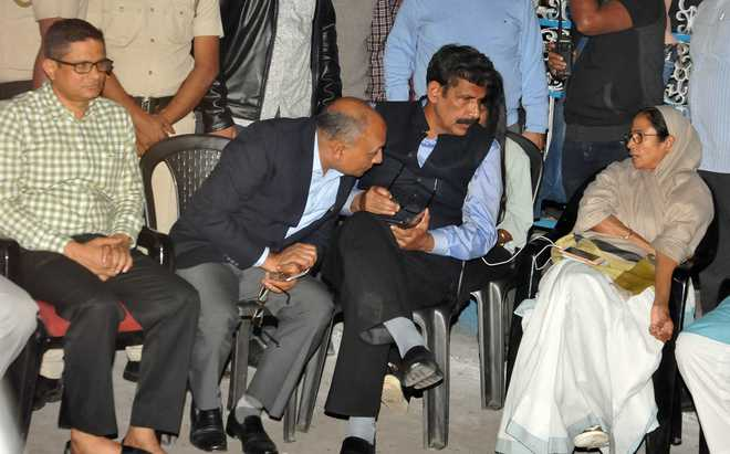 Image result for images of commissioner of police of West Bengal on Dharana of mamataa