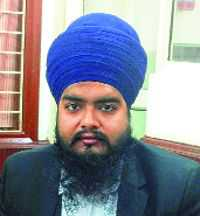 Maha Sikh lawyer seeks entry into SC with 'kirpan'