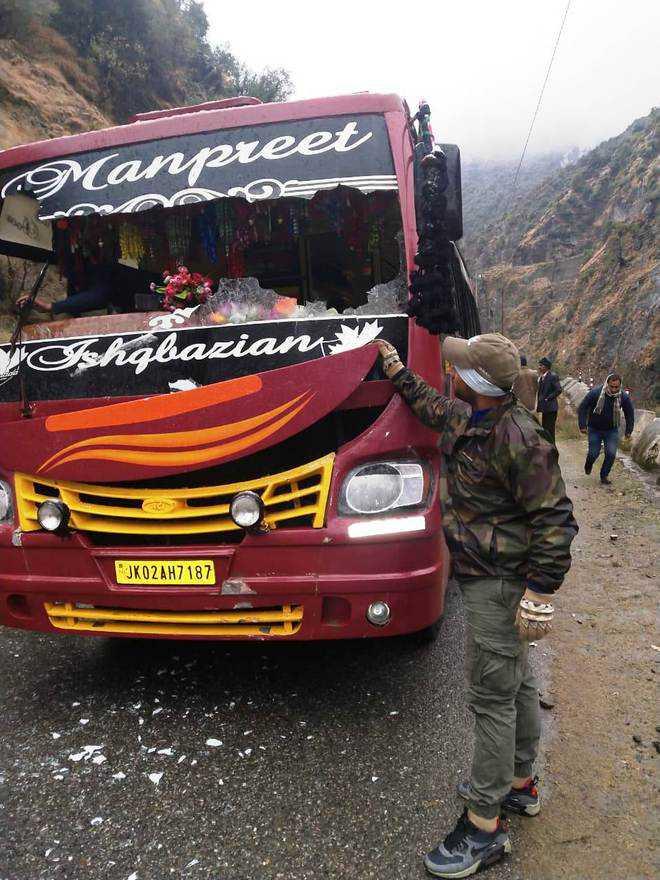 Landslides hit 2 buses in Doda, NH closed