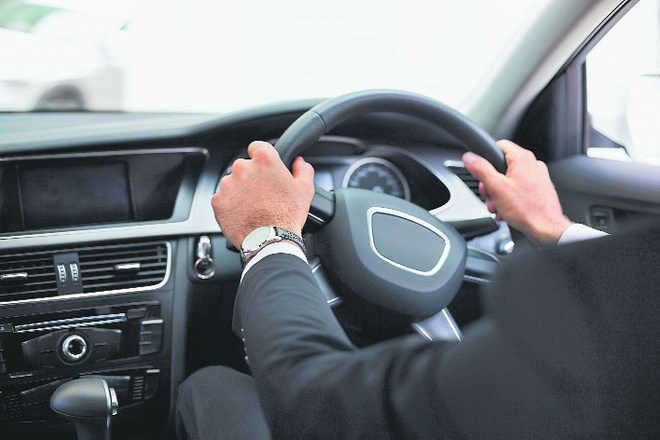 Drivers with hands-free devices less likely to crash cars: Study