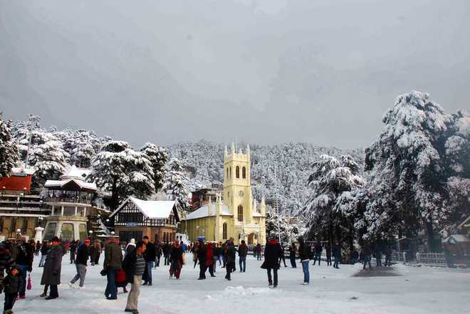 Himachal tourist destinations Kufri, Dalhousie receive snow