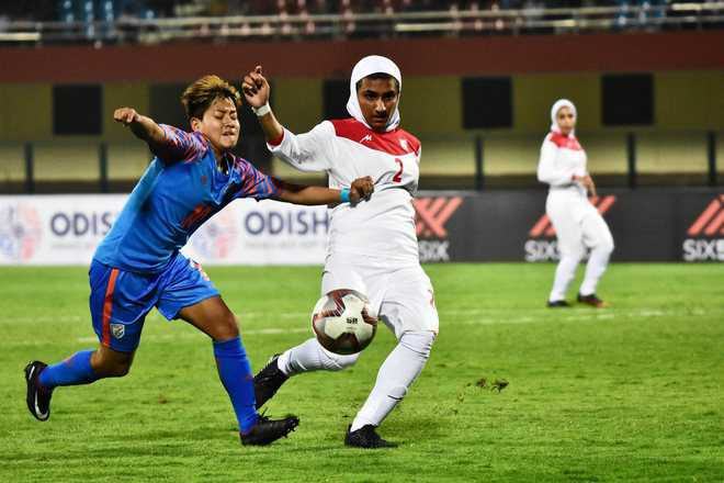 Gold Cup: Women start with a victory