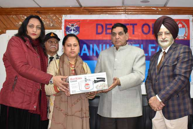 Welfare dept organises drive to reach out to martyrs' families