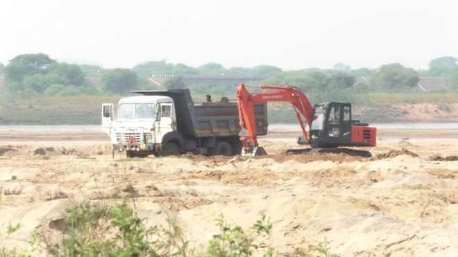 Raid on mining mafia at Jaisinghpur