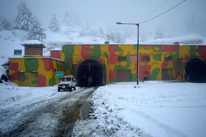 Jammu-Srinagar highway remains shut for 6th day