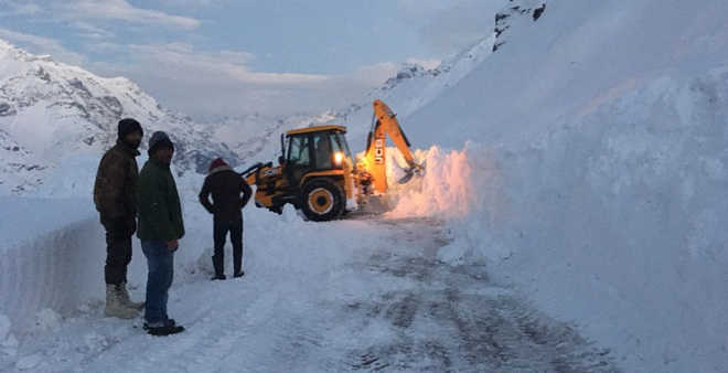 BRO starts snow-clearing operation in Lahaul-Spiti