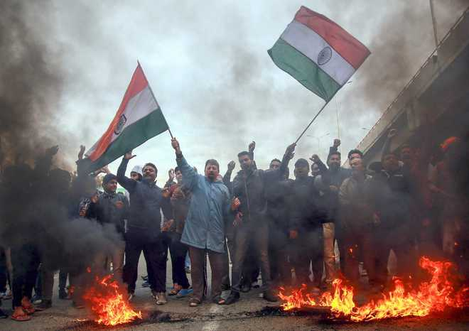 Curfew continues in Jammu, Army stages flag march for second day