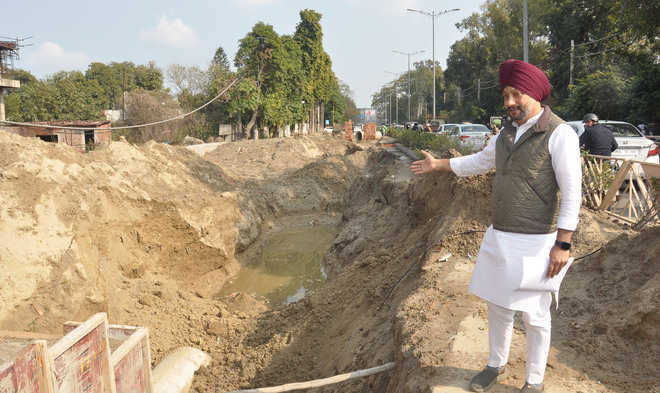 MC flayed over Mall road repair delay
